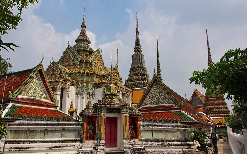 Una vista del complesso di templi del Wat Pho a Bangkok, Scuola di massaggio tradizionale thailandese.