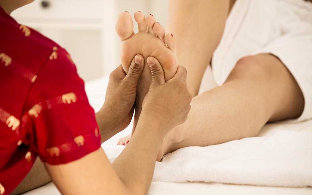 thai foot massage o riflessologia plantare thailandese