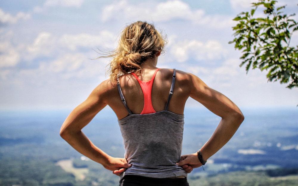 Benefici del massaggio thai per chi pratica sport e fitness.