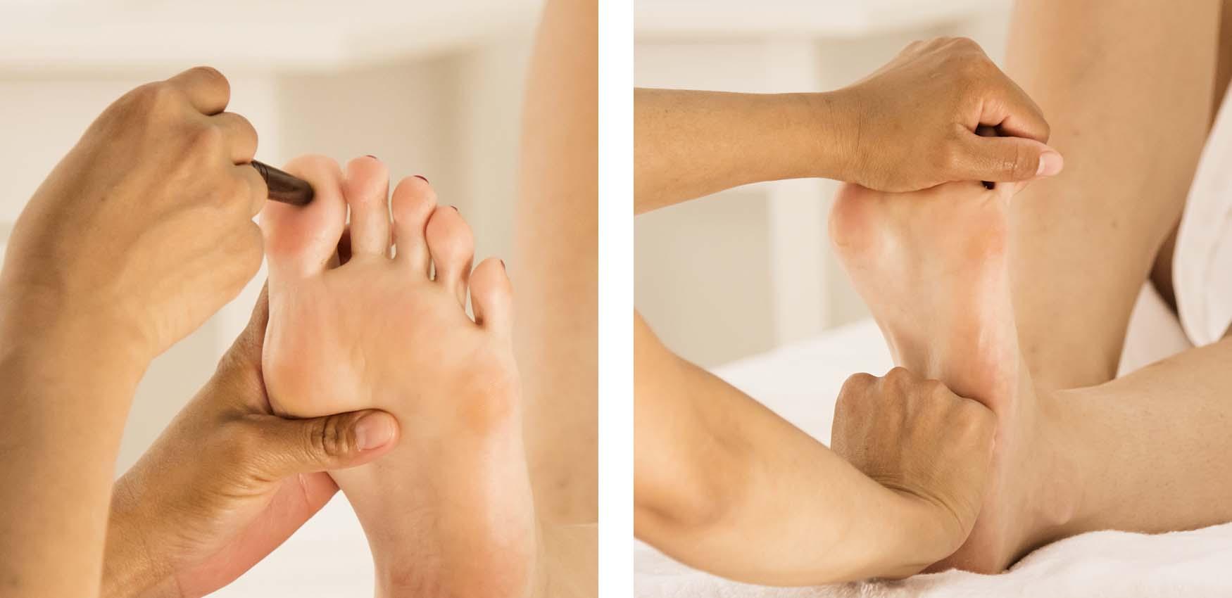 Operatore esegue un massaggio di riflessologia plantare thailandese