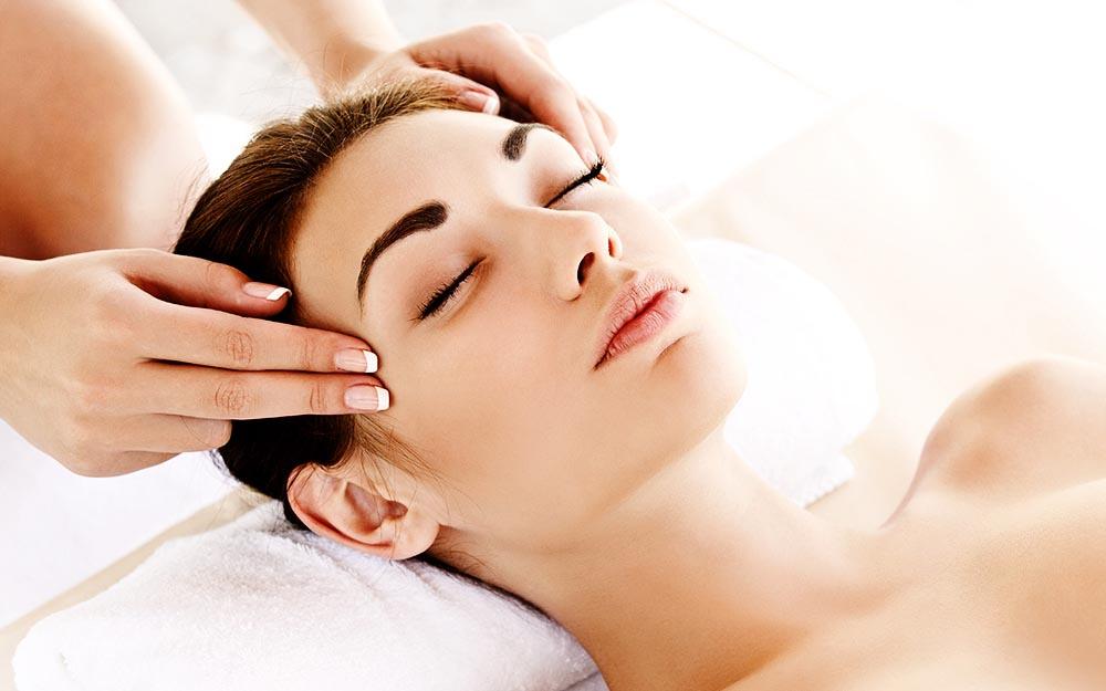 Il Massaggio thailandese è noto per i suoi innumerevoli vantaggi, tra cui il rilassamento e la riduzione del dolore muscolare. Ma i suoi benefici sono ben di più se il massaggio è eseguito da un terapeuta thai esperto, come quelli di My Thai. Scopriamo 10 sorprendenti benefici del Massaggio thailandese.